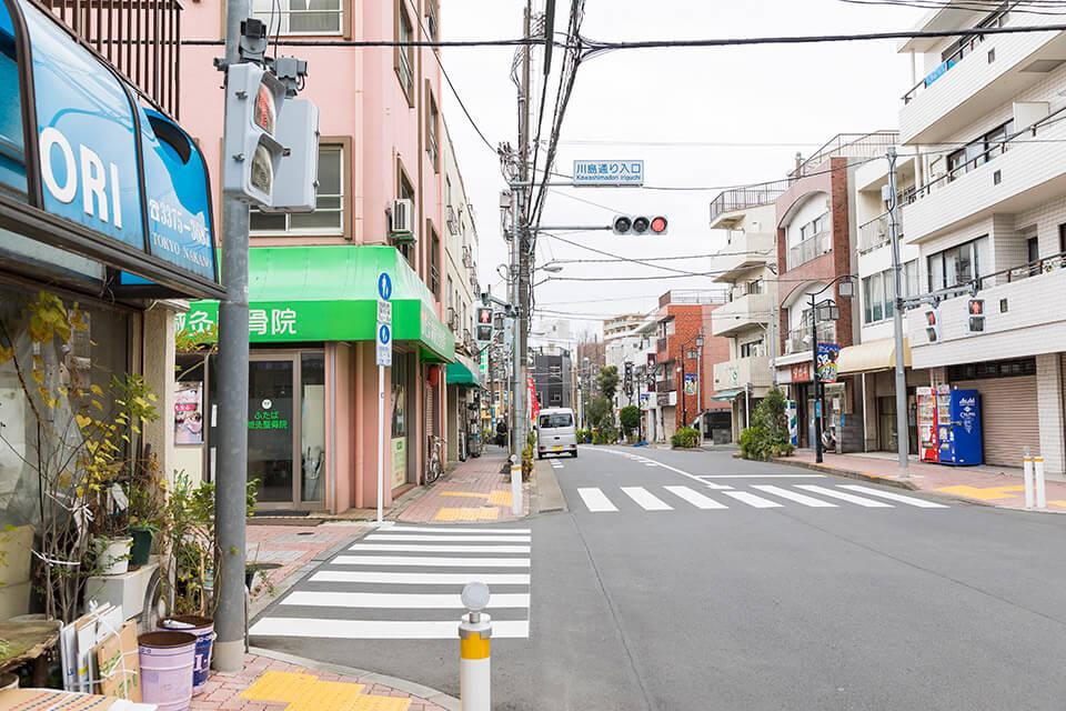 ④二つ目の信号を越して三つ目の信号(川島通り入口)を左へ曲がります。